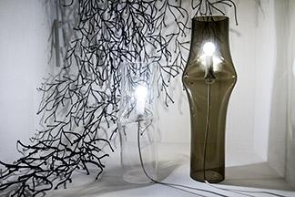 Dekorační stěna Vitra Algue a svítidla Lasvit Press
